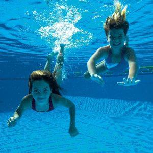 Dzieci na lekcjach nauki pływania w Szkole Michał Gawor